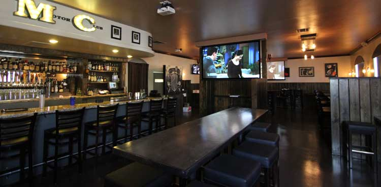 the-garage-bar-video-screens
