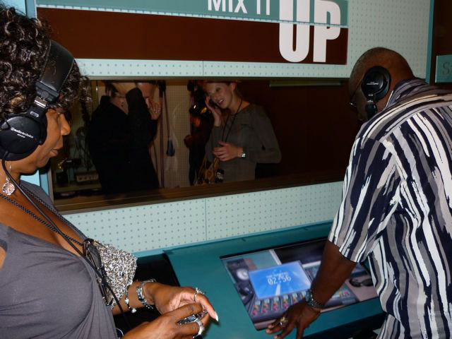Interactive av by MODE Systems in the Ray Charles Museum visitors3